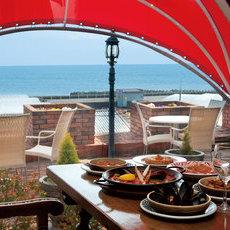最高のオーシャンビューを眺めながらスペイン料理を食べられるお店です